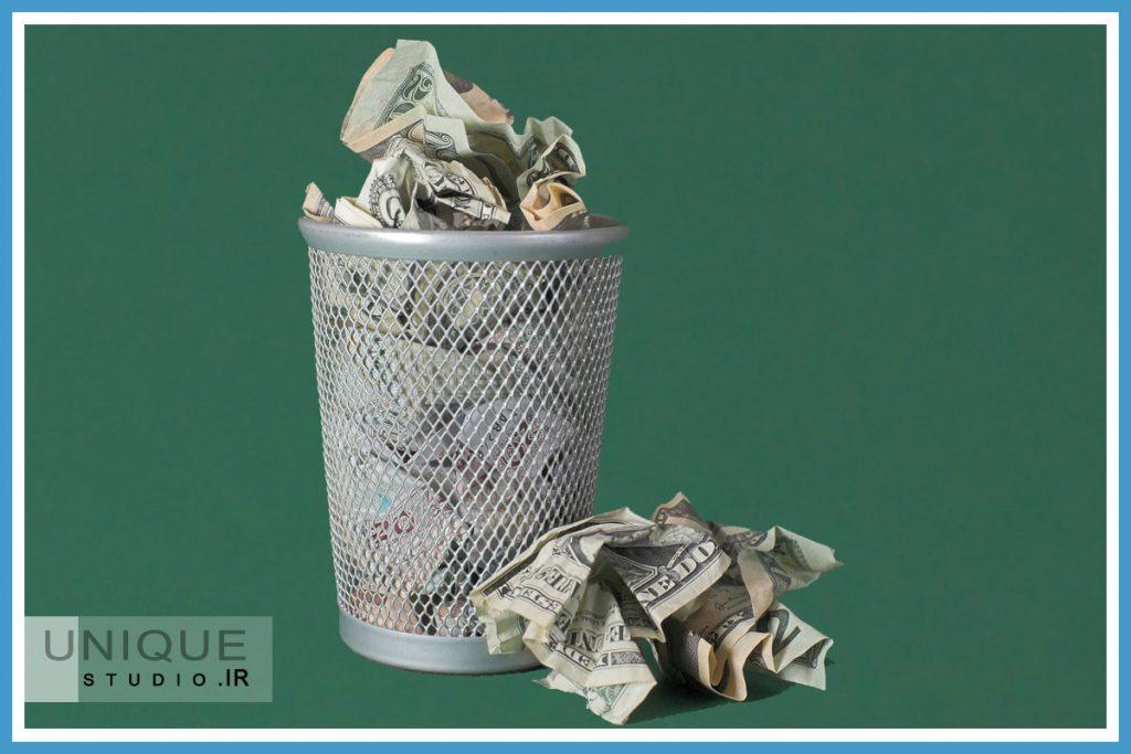 هدر دادن پول