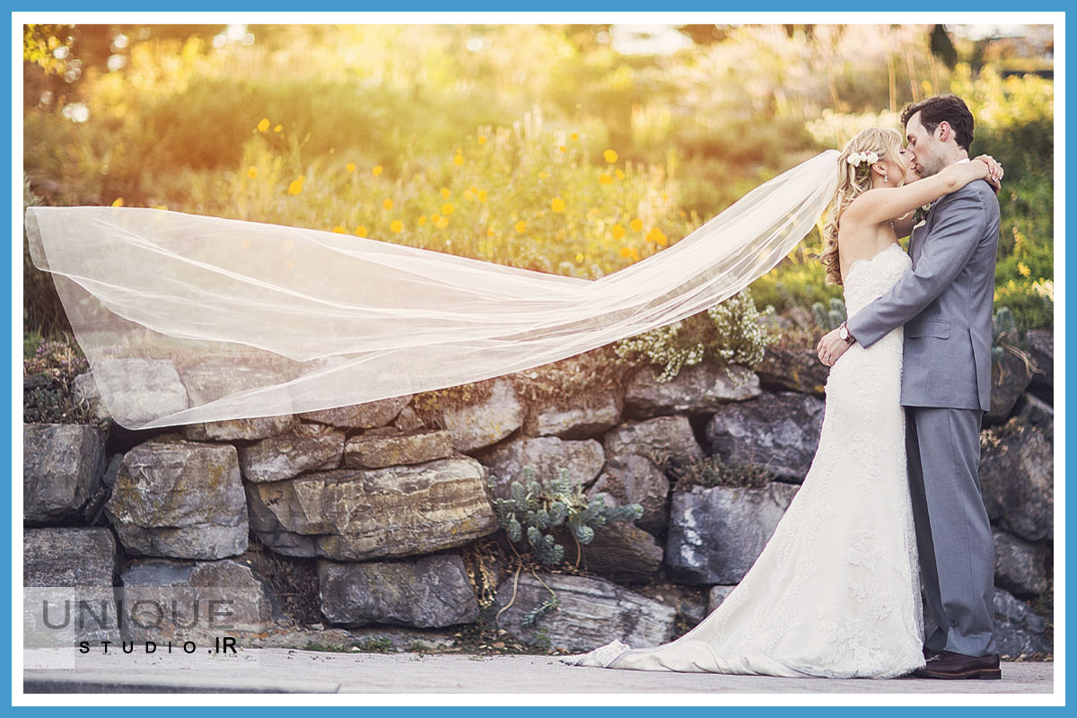 ژست عروس و داماد در باغ
